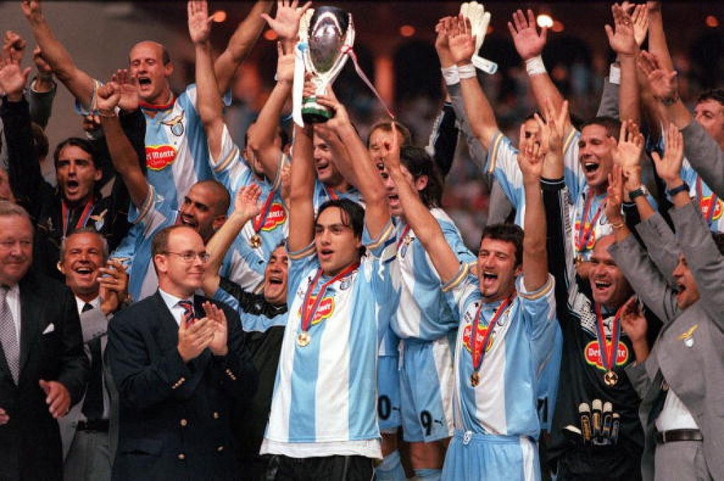 1999 UEFA Super Cup Final. Monaco. 27th August, 1999. Lazio 1 v Manchester United 0. Lazio captain Alessandro Nesta holds aloft the Super Cup trophy as the rest of the team celebrate their win.